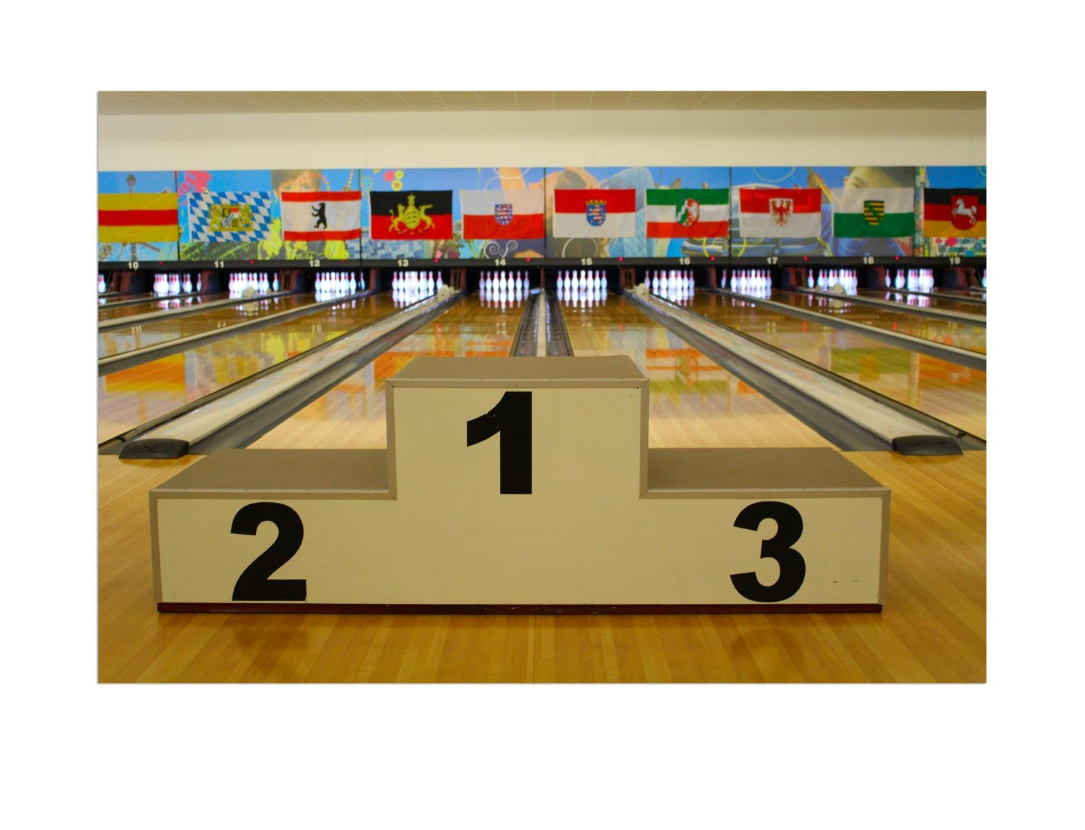 leinwandbild bowling siegerehrung 80 x 120 cm. Black Bedroom Furniture Sets. Home Design Ideas