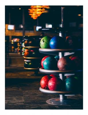 Leinwandbild Bowling - Bowlingbälle Tower 120 x 80 cm